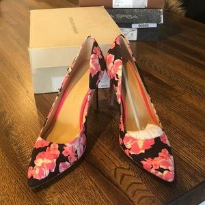 Banana Republic Floral Pump size 8